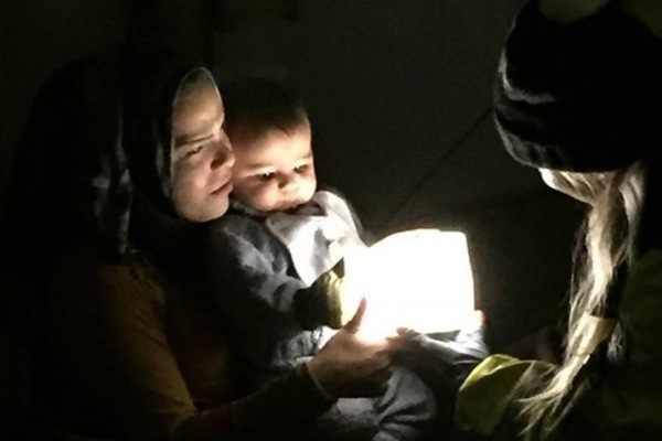 跟我一起送燈到世界角落 - 專訪太陽能燈罩 Solarpuff  發明者