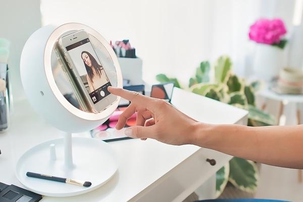 想讓妝容不 NG,挑對燈光最要緊:JUNO 智能化妝鏡