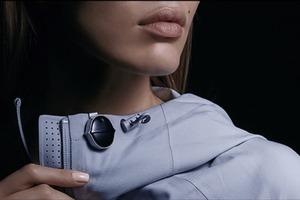 迷你智慧錄音機 Senstone,可夾可掛可戴,還可音檔轉文字並同步手機