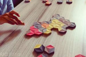 色彩接龍桌遊「The Grid game」,益智遊戲後變身繽紛創作
