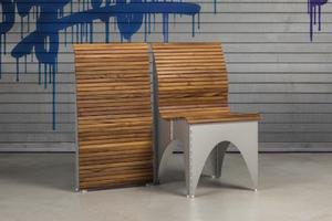 一物兩用折疊椅 Ollie:打開是護腰木椅,收納是壁掛裝飾