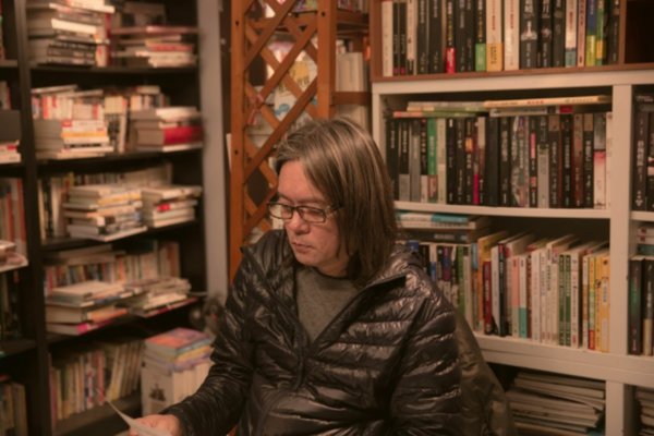 從砍人黑道到書店傳道,專訪愛閱二手書坊志工 Serene、陳鎮平