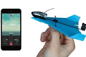 大人的紙飛機 POWERUP DART:能用手機操控,還能在空中旋轉翻滾!