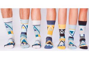 沒有人是邊緣人!隨便配都像一對的 SOLOSOCKS 2.0 幾何彩襪組