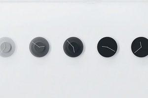 跟天色一樣越晚越黑!在黑與白之間流轉的 DUSK 變色時鐘
