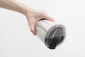 再也不怕忘了帶吸管,專利防漏 Hiding 飲料杯一開即喝!