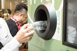 【友善回收計畫 3.0】迷客夏攜手 FNG、ECOCO 設置自動回收機,以 5 倍市價向回收嬤收購寶特瓶、飲料杯!