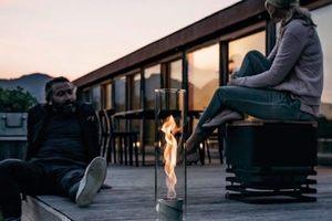 直視螺旋狀火焰:不僅優雅更帶來溫暖的 SPIN 玻璃火炬燈