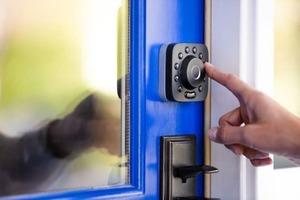 什麼都沒帶也能開門?U-Bolt Pro 智慧門鎖,集資金額破千萬台幣