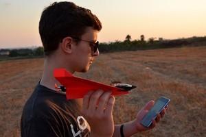 讓童年的夢飛揚!POWERUP 4.0 讓紙飛機進化,風吹也不輕易墜跌
