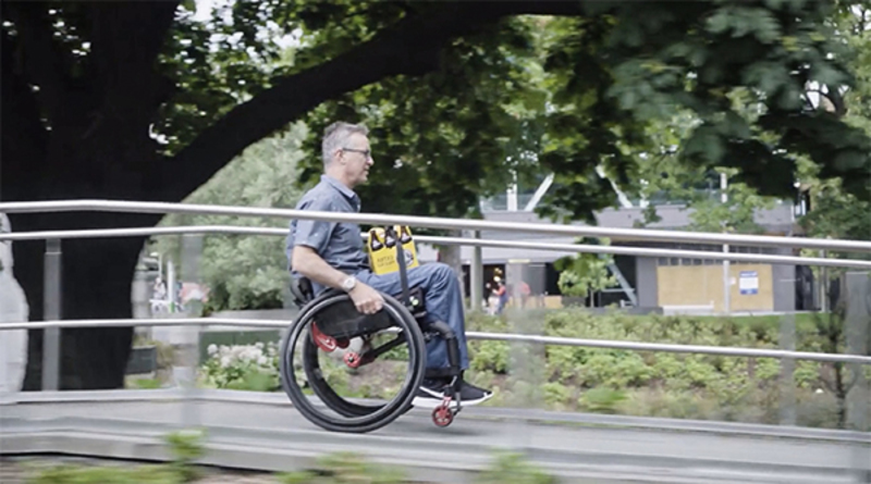 影片中示範操作的男子 Mike 是提案團隊裡的組織者,非常理解一個人坐在輪椅上搬東西有多麽不便。